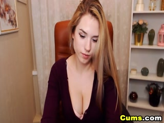 Pretty Babe With Nice Tits Teasing On Cam