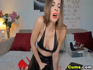 Pretty Babe In Latex With Wet Pussy Playing On Cam